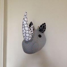 trophée de rhinocéros en tissu pour décoration murale