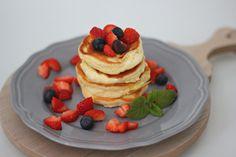 American Pancake by animalia Baked Pancakes, Homemade Pancakes, Chocolate Chip Pancakes, Banana Pancakes, Pancake Dessert, American Pancakes, Good Food, Yummy Food, Churro