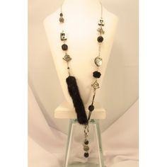 Collier long, en V,fourrure de vison noir,breloque. Création de bijoux cou de cœur artisanaux fabriqués au Québec.