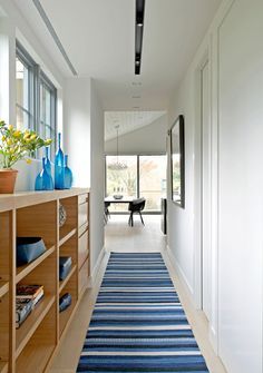 Contemporary cottage design flooded with light in Sagaponack Contemporary Cottage, Modern Cottage, Contemporary Furniture, Best Interior, Modern Interior Design, Cottage Design, House Design, Villa Design, Bulthaup Kitchen