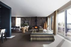 Elle Macpherson's home in the Cotswold, England: idyllic lake side retreat