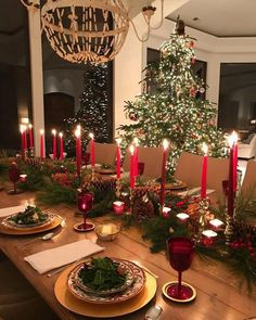 Best Christmas Table Decor ideas for Christmas 2019 where traditions meets grandeur Make your Christmas special with the best Christmas Table decoration ideas. These Christmas tablescapes are bound to make your Christmas dinner special.
