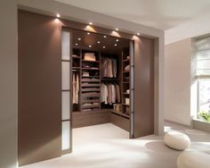 Apósito Aménagement: optimizer son rangement, Dressing en U, c'est ça qu'il me faut! Walk In Closet Design, Bedroom Closet Design, Home Room Design, Closet Designs, Home Interior Design, Interior Logo, Interior Livingroom, Interior Plants, Scandinavian Interior