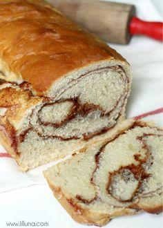 YUMMY Cinnamon Bread Recipe { lilluna.com }