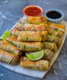 Här kommer ett recept på otroligt goda vårrullar. SÅ GODA! Fyll dem med köttfärs eller qournfärs, de blir lika goda. Gör en stor sats och frys in de som inte äts upp. Praktiskt att ha frysen laddad med dem. Raw Food Recipes, Veggie Recipes, Asian Recipes, Cooking Recipes, I Love Food, Good Food, Yummy Food, Vegetarian Cooking, Vegetarian Recipes