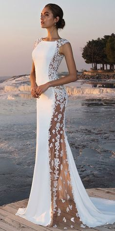 White wedding dress. All brides want to find themselves having the most suitable wedding, but for this they require the best bridal dress, with the bridesmaid's dresses actually complimenting the brides dress. Here are a few tips on wedding dresses.