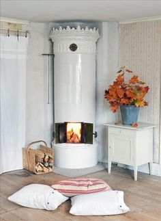 This small Swedish cottage/ summer/ weekend home was featured in Skona Hem last month. I would love one of these fireplaces and the kitchen. White Fireplace, Fireplace Mantle, Swedish Cottage, Cozy Cottage, Sweden House, Red Houses, Swedish Style, Interior Decorating, Interior Design
