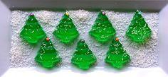 Christmas Tree Jello Shots @Jen Stevens don't mind if I make these to bring Sunday! =)