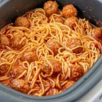 Slow Cooker Spaghetti, Slow Cooker Pasta, Crock Pot Slow Cooker, Crock Pot Cooking, Crock Pot Spaghetti, Crock Pot Dinners, Crock Pot Pasta, Crockpot Dump Recipes, Crockpot Dishes