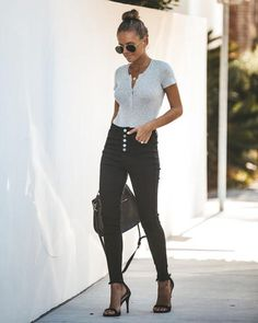 Do you have a required t-shirt for sorority recruitment? These pants are perfect for this round! Skinny Legs, Skinny Fit, Fall Fashion Trends, Spring Fashion, Denim Trends, Black Skinnies, Black Pants, College Fashion, Black Blazers