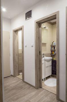 Do koupelny a na WC vedou posuvné dveře do pouzdra.
