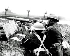 British machine gunners on guard on the Western Front in France during World War One. Pin by Paolo Marzioli