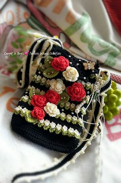 Marvelous Crochet A Shell Stitch Purse Bag Ideas. Wonderful Crochet A Shell Stitch Purse Bag Ideas. Love Crochet, Bead Crochet, Crochet Flowers, Crochet Hooks, Crochet Handbags, Crochet Purses, Crochet Shell Stitch, Crochet Stitches, Crochet Designs