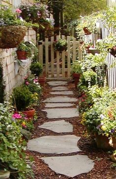 Irregular flagstone with mulch - simple, classic, practical, gorgeous. Stone Garden is a one-stop shop for all your patio and pathway needs. Stone Garden Paths, Garden Stones, Stone Pathways, Patio Stone, Garden Patio Sets, Flagstone Pathway, Walkways, Stepping Stone Pathway, Landscape Design