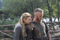 Ragnar & Lagertha un cuplu admirabil care intelege si respecta libertatea sexuala a partenerului. Simpatizanti si practicanti ai sexului in trei .