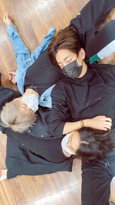 "Lockscreen BTS on Twitter: ""🐰🐥🐯 ・ @BTS_twt… "" Foto Bts, Foto Jungkook, Bts Taehyung, Bts Bangtan Boy, Kpop, Bts Anime, Photo Polaroid, Bts Gifs, Bts Group Photos"