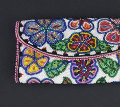 Cover, Checkbook :: University of Alaska Museum of the North by Mary Jane Derendoff Native Beadwork, Native American Beadwork, Native American Art, Beaded Purses, Beaded Bags, Beaded Bracelets, Beadwork Designs, Hello Kitty Wallpaper, Beading Patterns