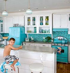 Elmira appliances?  Love the pendant lights!