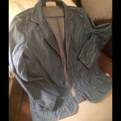 """DKNY PURE LIghtweightChambray 3 Button Jacket 8 Classic  VGPO condition DKNY PURE light weight chambray denim unlined blazer/ Jacket. Dress up or down & layer without bulk! No stains, rips or tears. Very good pre owned condition. Just needs a quick steam or warm iron! This is such a versatile basic- wish it still fit me! Size 8- fits a medium. 18"""" p2p( laying flat). 23"""" top shoulder to bottom. Purchased for $185.00 at Neiman's, wore for the summer... ❤️this! Price firm unless bundled. DKNY…"""