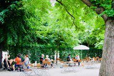 Die schönsten Gastgärten in Wien – Teil 1   1000things Dolores Park, Patio, Table Decorations, Outdoor Decor, Travel, Vienna, Budget Travel, Vacation, Nice Asses