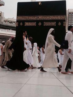 walk around ka'bah. aamiin