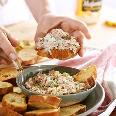 Nie masz pomysłu na przystawkę ani na kanapkę? Co powiesz na przepyszny przepis na pastę ? Nasza propozycja to smaczna i prosta pasta z tuńczyka , która sprawi, że kanapki znikną ze…