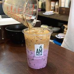 "1,338 lượt thích, 12 bình luận - EAT LIKE A FAT GIRL👩🏻 (@eatlikeafatgirl) trên Instagram: ""Sweet Potato Coffee 🍠 กาแฟมันม่วง รสชาติมันหวานตัดกับกาแฟขมได้ดี มีเนื้อม่วงจริงให้เคี้ยวเล่นหนึบๆ…"" Bubble Tea Menu, Japanese Drinks, Candy Drinks, Milk Tea, Cafe Restaurant, Iced Tea, Mixed Drinks, Food Design, Coffee Shop"