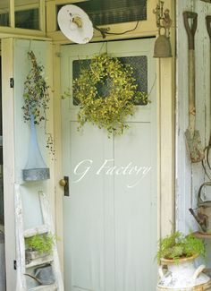 小さな幸せ Garden Cafe, Garden Junk, Home And Garden, White Cottage, Cottage Style, Mint Garden, Wood Shed, Potting Sheds, Small Space Gardening