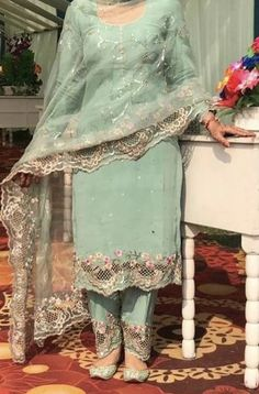 Party Wear Indian Dresses, Pakistani Fashion Party Wear, Designer Party Wear Dresses, Dress Indian Style, Indian Designer Outfits, Embroidery Suits Punjabi, Embroidery Suits Design, Embroidery Fashion, Beautiful Dress Designs