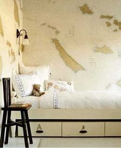 A beige way of doing maps on the wall.  Well, isn't that a little slice of heaven for me?