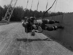 ジワジワくる...人類初の月面着陸に備える歩行訓練の写真 : ギズモード・ジャパン