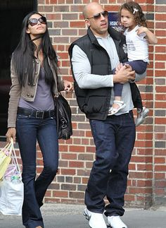 Vin Diesel with his wife Paloma Jimenez and daughter Vin Diesel Wife, Beautiful Family, Beautiful People, Dominic Toretto, Mode Man, Afro, Wife Pics, Wife And Kids, Michel