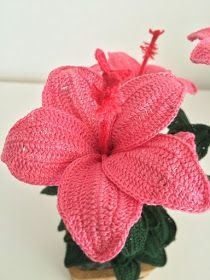 How to crochet a Hibiscus Thread Crochet, Love Crochet, Irish Crochet, Crochet Motif, Beautiful Crochet, Crochet Crafts, Crochet Hooks, Crochet Projects, Double Crochet