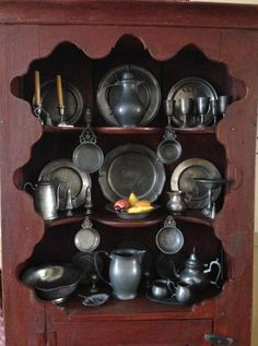.pewter…pewter…pewter….  :O) Rustic Kitchen, Primitive Kitchen, Primitive Living Room, Hearth And Home, American Decor, Antique Bottles, Butler Pantry, Antique Pewter, Rustic Interiors
