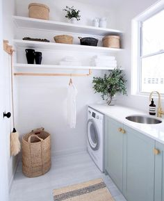 From much-needed laundry room organization to Dollar Tree laundry room hacks, these laundry room storage ideas are perfect for your laundry room makeover. Ideas Cabaña, Room Ideas, Decor Ideas, Modern Laundry Rooms, Laundry Room Inspiration, Laundry Room Design, Laundry Decor, Laundry Closet, Small Shelves