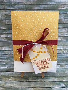 wohin mit den ganzen Karten  Und dann kann die Bastlerin von Welt sich mal auch fragen dass wenn sie Karten verschenken will wie sie dann am besten machen könnte? Ich mache gerne kleine Boxen damit die schönen Karten auch die angemessene Verpackung haben - unddiese hier ist ganz einfach:  Denoberen Teil kann frau wie einen Deckel abziehen um an die Karten zu kommen:   Die Box ist so designed dass frau aus einem Bogen weißen DinA4 Karton und einem Bogen Designerpapier zwei Boxen bekommt…