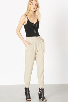 It doesn't get much better than a relaxing weekend in these beautiful linen pants.