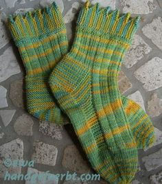 Socken auf Reisen » Blog Archiv » Jetzt flutscht es … Knitting Socks, Knit Socks, Dame, Needlework, Knit Crochet, Slippers, Handmade, Blog, Projects