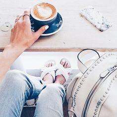 Disfrutando la primera bebida del día. Feliz fin de semana. #coffeetime #panama