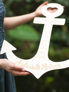 Dieser originelle und einzigartige Anker für verliebte Paare ist das perfekte Geschenk für deine(n) Liebste(n). Individuell personalisiert mit euren Namen.