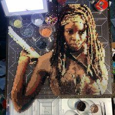 #Michonne #The_Walking_Dead Pearler Beads, Fuse Beads, The Walking Dead, Post It Art, Mini Iron, Iron Beads, Perler Bead Art, Perler Patterns, Bead Crafts