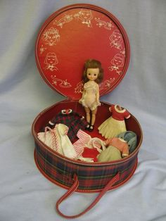 Betsy McCall Doll - this is how I kept my Betsy doll, too. My round case was my older sisters and is black. I now show off my Betsy McCall doll. Doll Toys, Baby Dolls, Old Dolls, Little Doll, Madame Alexander, Childhood Memories, 90s Childhood, Sweet Memories, Antique Toys