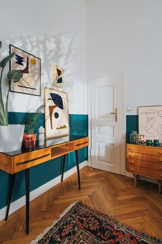 Emerald painted wall in the artist bedroom - Emerald painted wall in the artist bedroom Bedroom of abstract artist Jan Skacelik with his art prints and paintings and mid-century modern furniture Decoration Inspiration, Room Inspiration, Monday Inspiration, Decor Ideas, Home Living Room, Living Room Decor, Teal Bedroom Decor, Home Design, Interior Design
