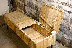 Walnut and Pallet Wood Coffee Table with Storage | Pallet Furniture Plans