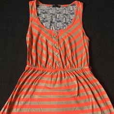 Mini dress This adorable dress has belt loops so you can add a cute statement belt ☺️ this dress also has a small tiny hole shown in last picture. Edge  Dresses Mini