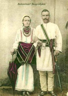 Буковинські селяни, 1905 рік  #Україна #Ukraine Vintage Pictures, Old Pictures, Old Photos, Human Poses, Fashion Illustration Vintage, Folk Dance, European History, Folk Costume, Fashion History