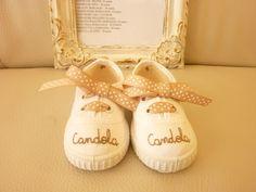 Zapatillas nombre bordado.  $20. Childrens Shoes, Decoupage, Espadrilles, Kids Fashion, Baby Shoes, Crochet, Sneakers, Diy, Island