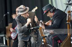 Photo d'actualité : Photo of Leonard COHEN, Leonard Cohen performing...