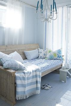 DIY sofa/daybed/bed inspiration pic- use thin mattress, pretty sheets & pillows. Cute for a sunroom or small room or something. Diy Sofa, Small Rooms, Small Spaces, Daybed Bedding, Sofa Daybed, Bed Bench, Bedding Sets, Bed Pillows, Diy Daybed