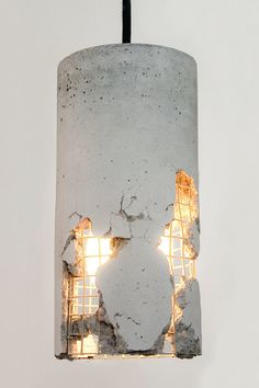 The delta pendant lamp is a lamp made out of concrete and a product from the design studio LJ Lamps.  Every piece of this extraordinary lamp, is made